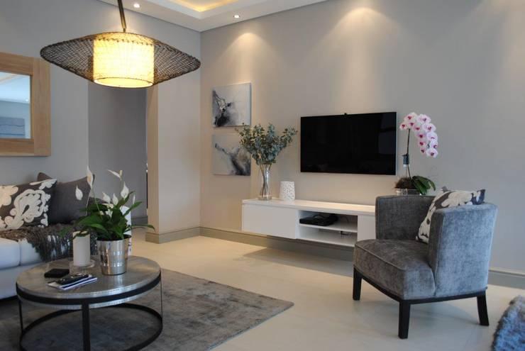 TV Room:  Media room by Salomé Knijnenburg Interiors, Modern