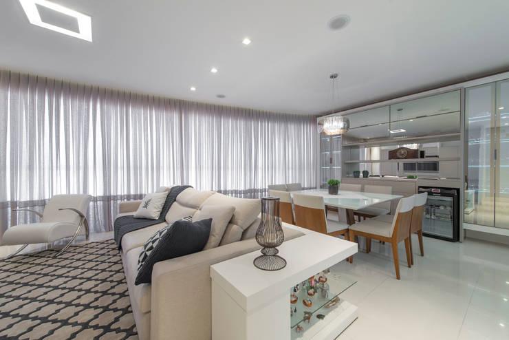 Ambiente Integrado - Sala de Estar e Jantar: Salas de estar modernas por AGGA ARQUITETURA E INTERIORES