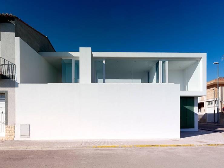 Fachada principal: Casas de estilo  por Vila Suárez, Minimalista