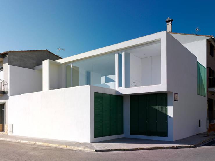 Acceso principal: Casas de estilo  por Vila Suárez, Minimalista