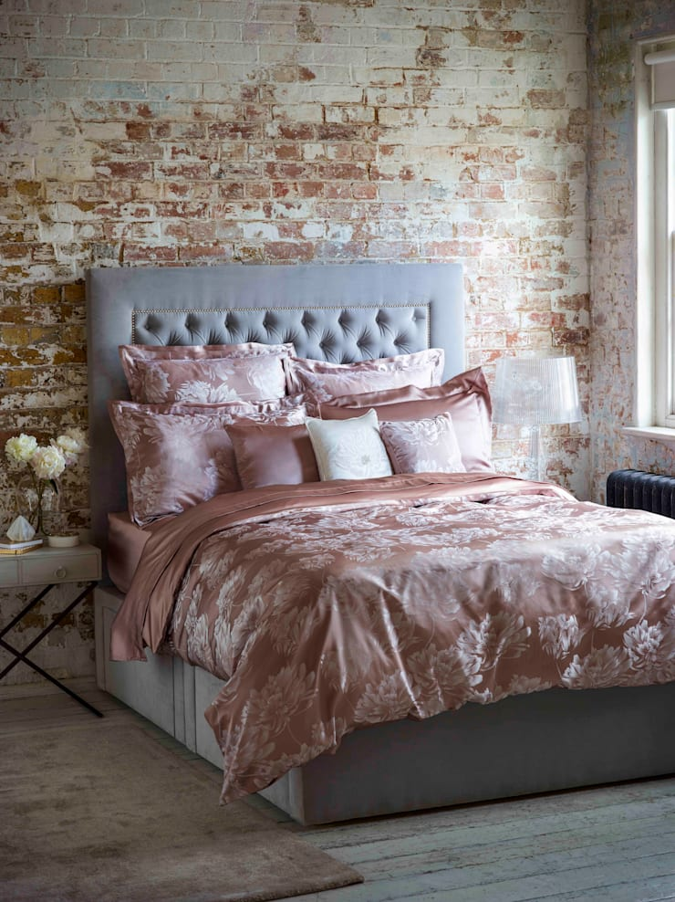 Peony Vintage Pink silk bed linen:  Bedroom by Gingerlily