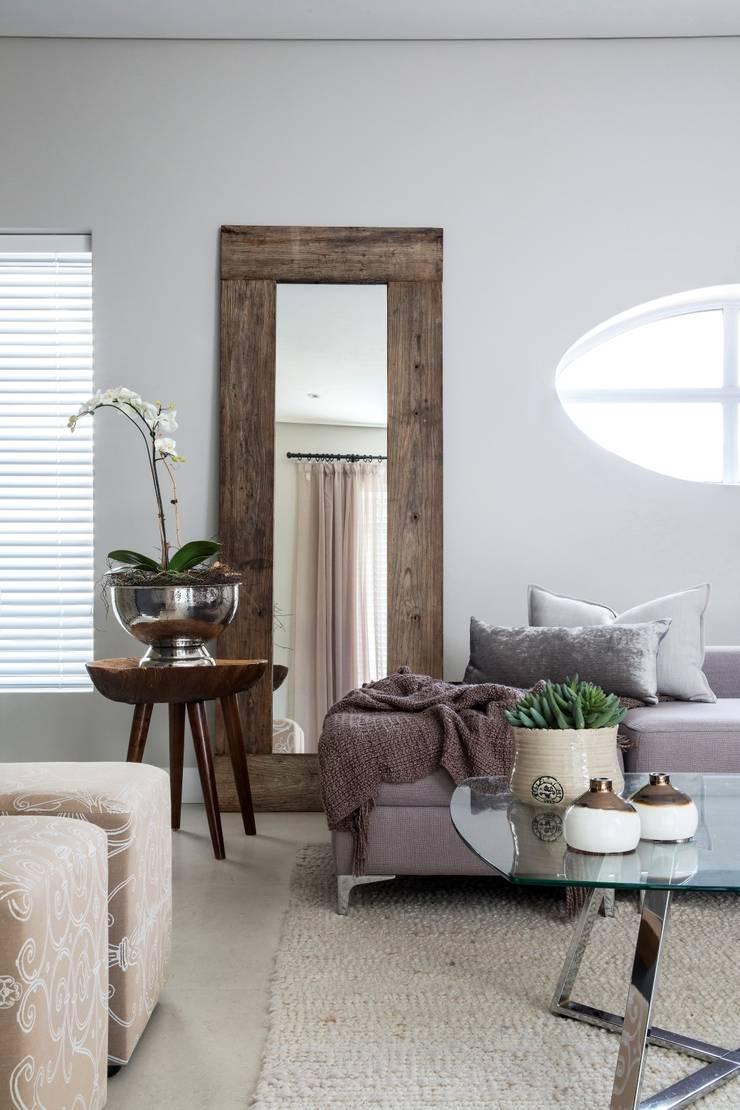 Pajama Lounge:  Living room by Salomé Knijnenburg Interiors