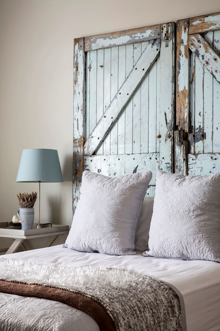 Guest bedroom:  Bedroom by Salomé Knijnenburg Interiors