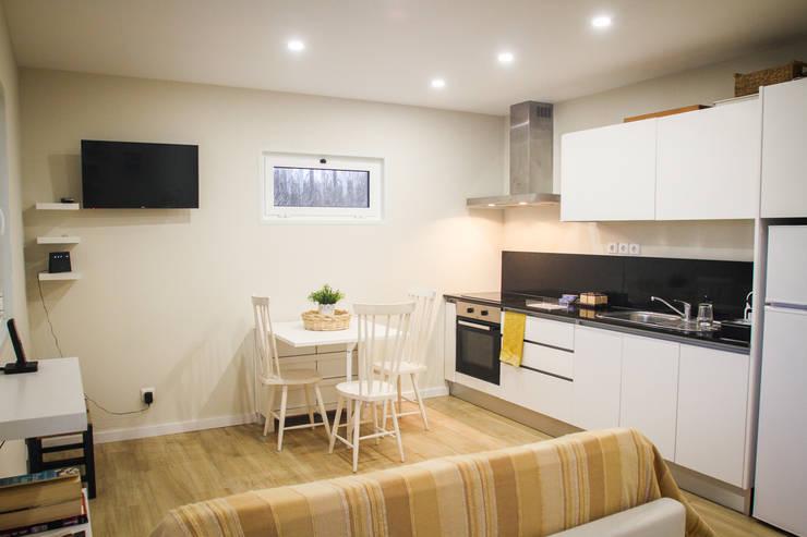 Casa da Barra: Cozinhas  por Artglam - construção