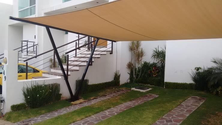 Garajes y galpones de estilo  por 3C Arquitectos S.A. de C.V.