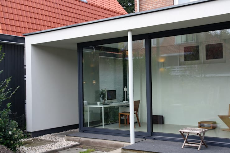 Verbouw en aanbouw jaren dertig woning Bilthoven:  Terras door Architectenbureau Jules Zwijsen, Modern