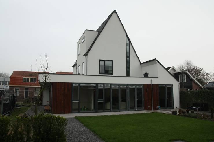 Villa in Vleuten:  Huizen door Architectenbureau Jules Zwijsen