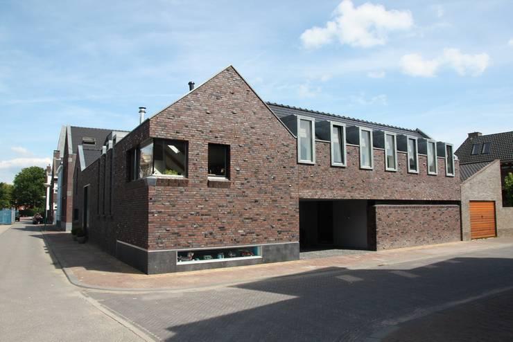 Hoevewoning:  Huizen door Architectenbureau Jules Zwijsen