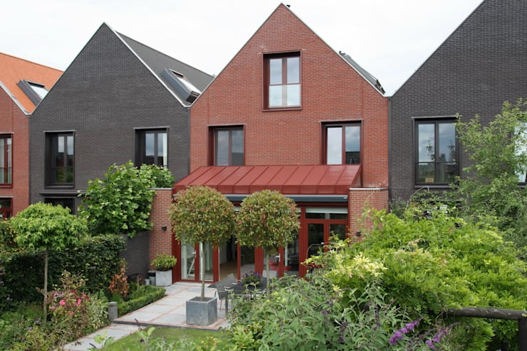 Moderne Uitbouw :  Rijtjeshuis door Architectenbureau Jules Zwijsen, Modern