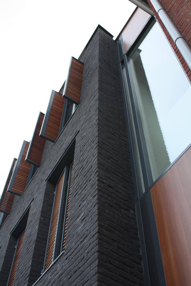 Fenêtres de style  par Architectenbureau Jules Zwijsen, Moderne