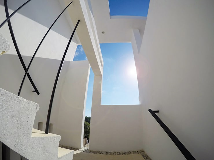 Casa Tunich: Pasillos y recibidores de estilo  por Grupo Cerma , Moderno