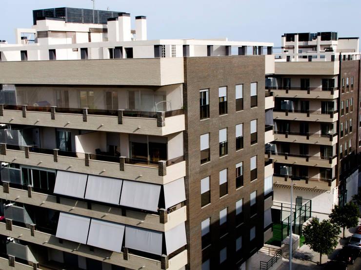 Fachada Edificio Tabaya Mirador: Casas de estilo  de Vidal Molina Arquitectos