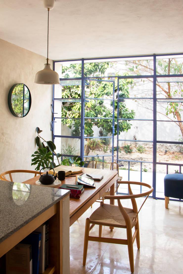 Casa BR: Cocinas de estilo  por FMT Estudio, Moderno Madera maciza Multicolor
