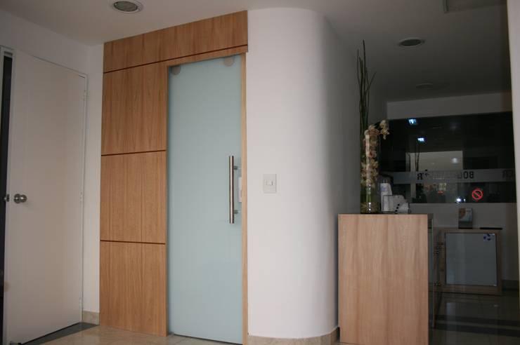 Modern dressing room by bdl concept/studio Modern