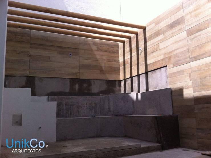 Remodelación de Patio - Casa Metropolitano:  de estilo  por Unikco Arquitectos