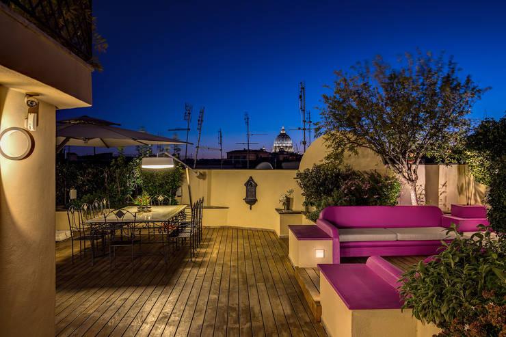Terrazas de estilo  por MOB ARCHITECTS
