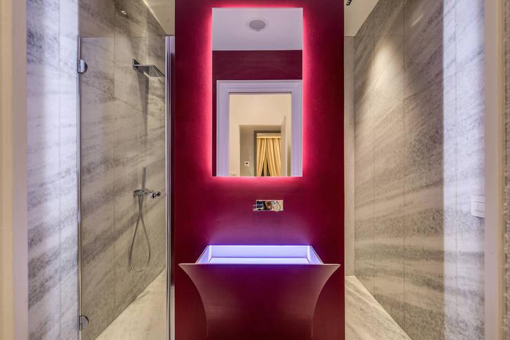 GERMANICO : Bagno in stile  di MOB ARCHITECTS