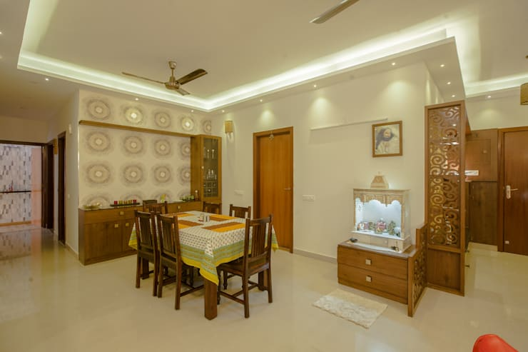 3 BHK partement :  Corridor & hallway by In Built Concepts