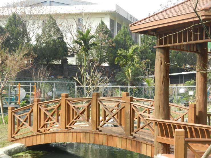拱橋:  庭院 by 山田小草木作場