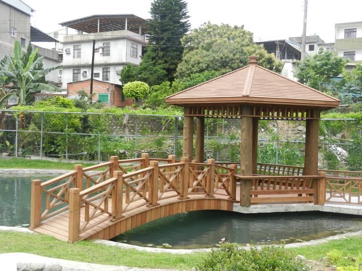 南方松木結構涼亭及拱橋:  庭院 by 山田小草木作場