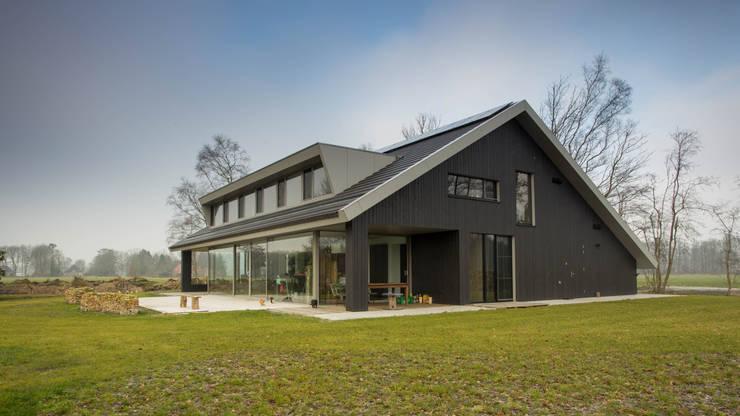 tuinzijde:   door Heeren 3 Architecten
