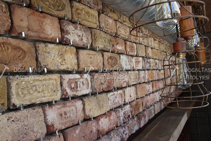 Doğaltaş Atölyesi – Dirty Hands -Yazılı Antik Tuğla :  tarz Duvarlar, Rustik Tuğla