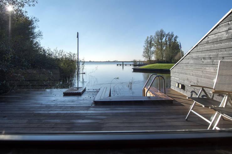 uitzicht vanuit sauna:   door Heeren 3 Architecten