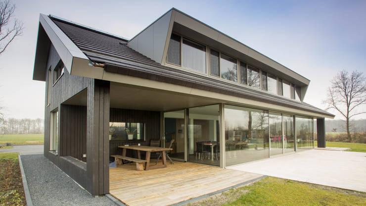 overdekt terras:   door Heeren 3 Architecten