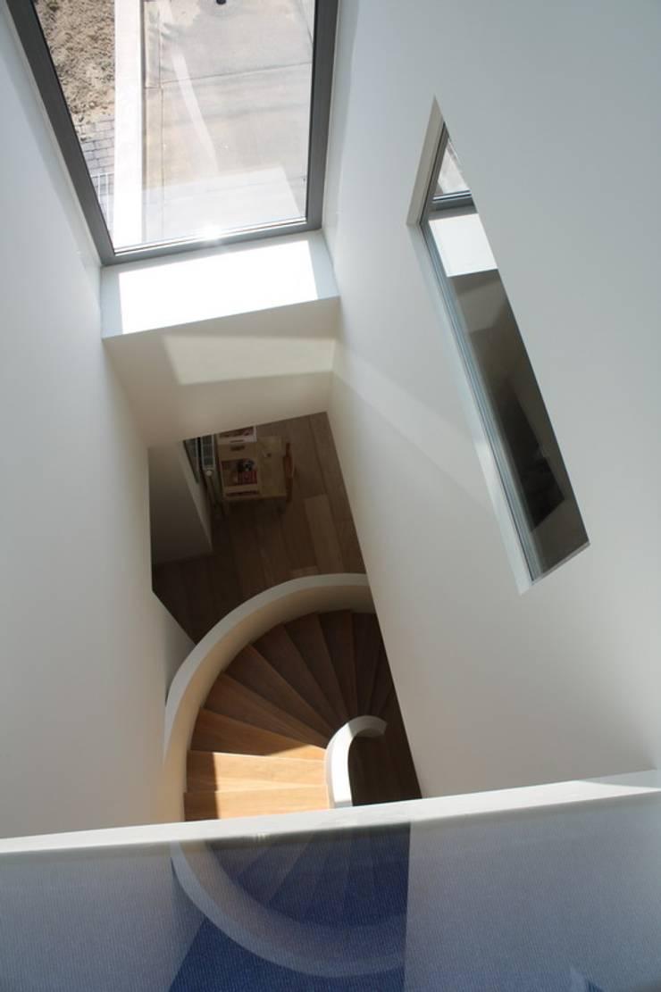 Flur & Diele von Architectenbureau Jules Zwijsen