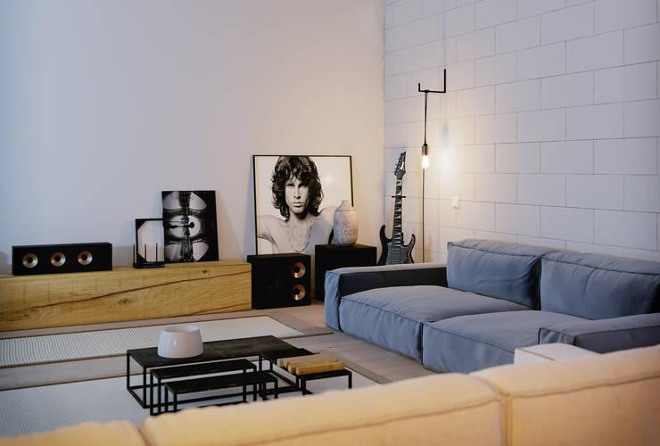 GN İÇ MİMARLIK OFİSİ – stüdyo daire:  tarz Oturma Odası