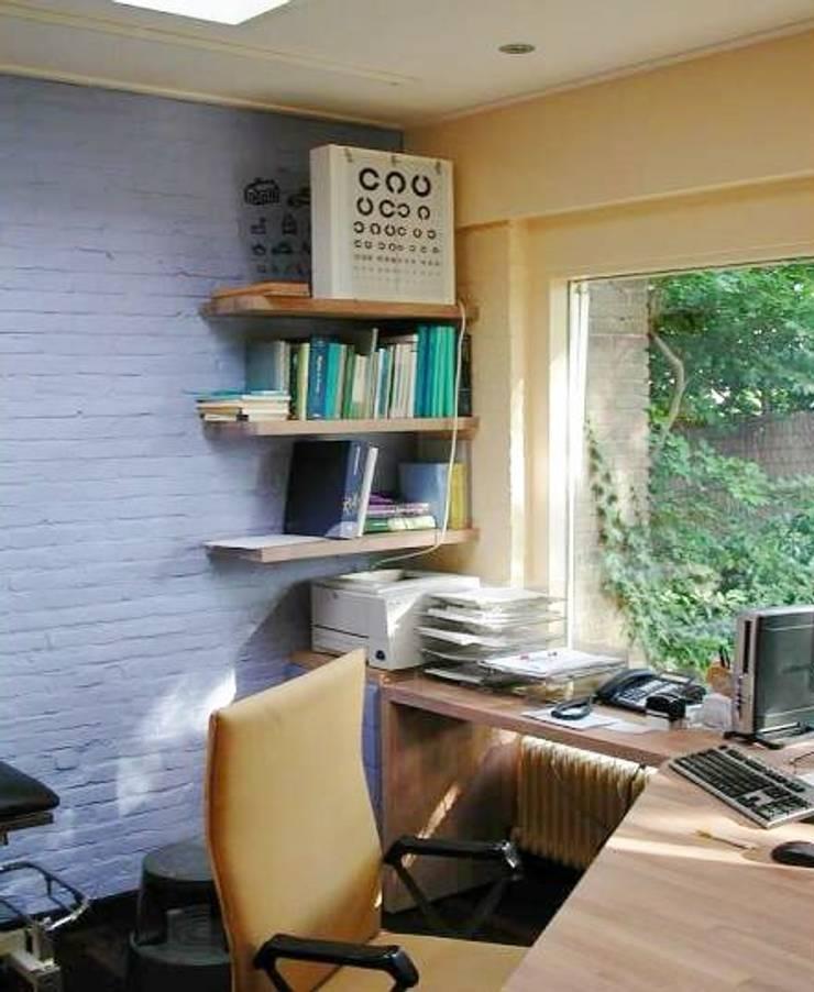 Spreekkamer:  Studeerkamer/kantoor door Brenda van der Laan interieurarchitect BNI
