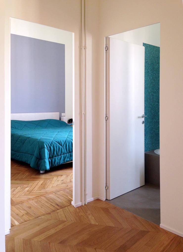 Chambre de style  par Atelier delle Verdure,