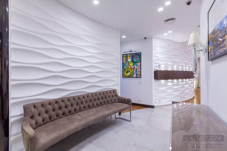 Couloir et hall d'entrée de style  par ООО 'ЮНИКОМ' ,