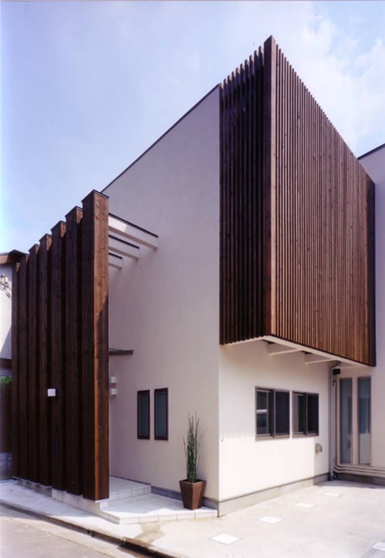 道路側外観: 豊田空間デザイン室 一級建築士事務所が手掛けた窓です。