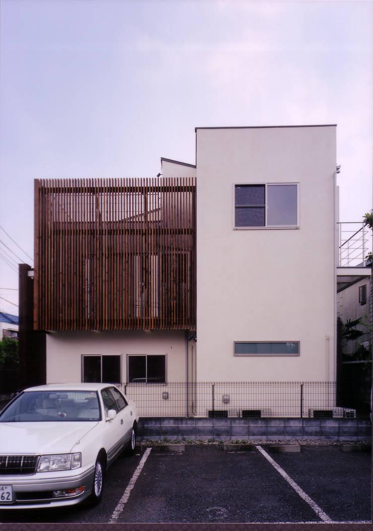 西側外観: 豊田空間デザイン室 一級建築士事務所が手掛けた家です。