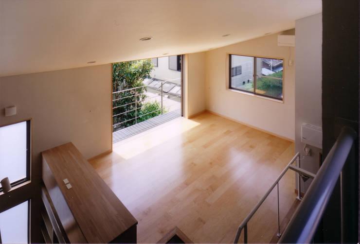リビング見下ろし: 豊田空間デザイン室 一級建築士事務所が手掛けたリビングです。