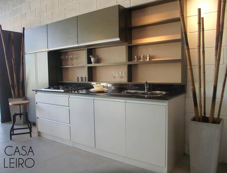 Nuevo Showroom en Escobar: Cocinas de estilo  por CASA LEIRO,