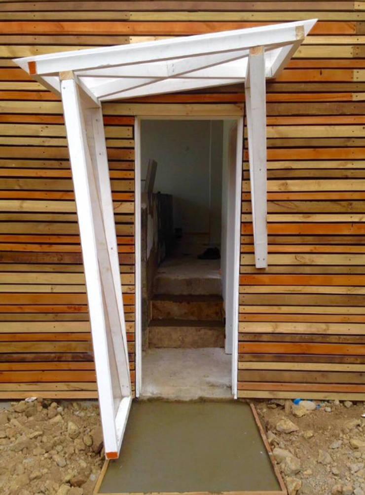 Tabique ventilado: Casas de estilo  por Cordova Arquitectura y Construcción .