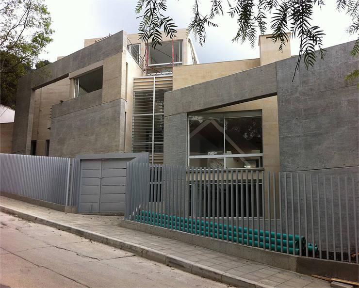 Edificio de Vivienda en el Chicó: Casas de estilo moderno por MRV ARQUITECTOS