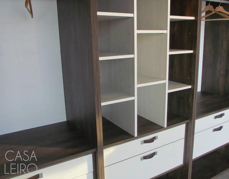 Nuevo Showroom en Escobar: Dormitorios de estilo  por CASA LEIRO