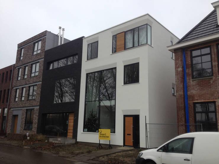 Foto voorzijde:  Huizen door 10voor2 Architecten, Modern