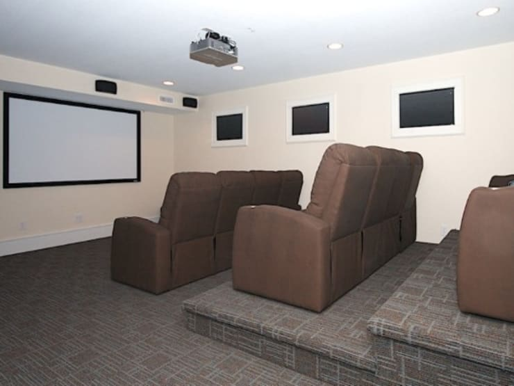 Private home theatre:  Media room by Outer Banks Renovation & Construction