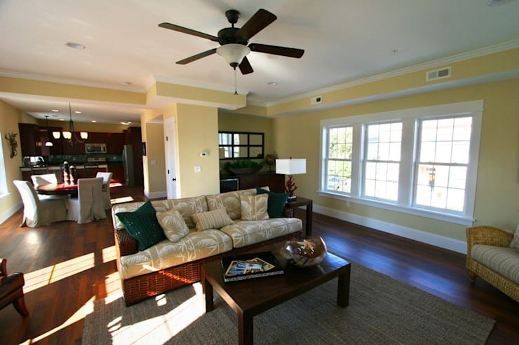 Living room by Outer Banks Renovation & Construction