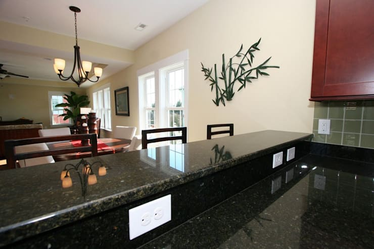 Kitchen island with Breakfast Counter: modern Kitchen by Outer Banks Renovation & Construction