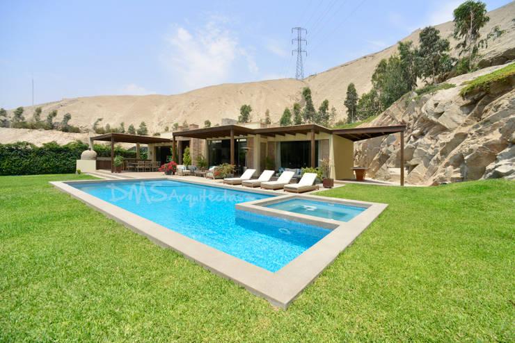 CASA EN CIENEGUILLA: Casas de estilo moderno por DMS Arquitectas