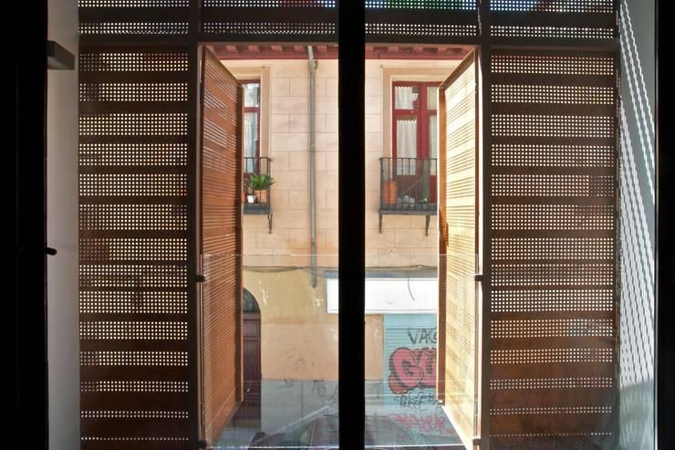 SAN VICENTE FERRER 78 : Casas de estilo  por james&mau, Industrial