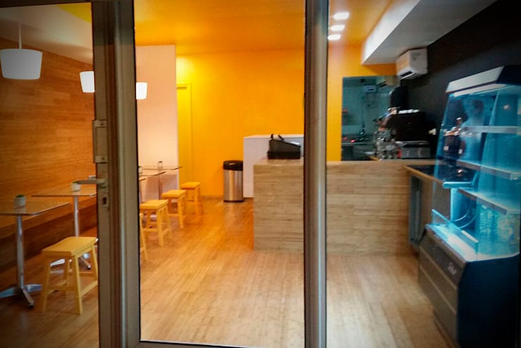 Vista Frontal: Centros Comerciales de estilo  por Zorada Zapata / Diseño Interior, Moderno Madera Acabado en madera