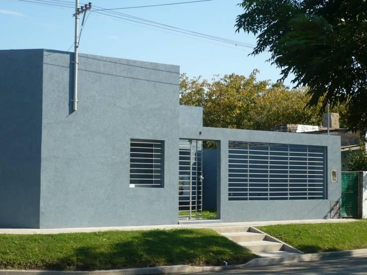 Casa FD:  de estilo  por Pablo Briguez,