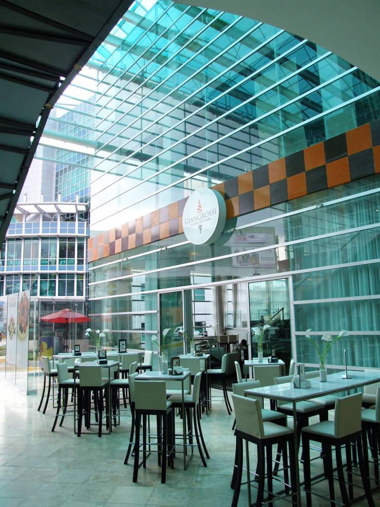 Plaza Parque Granada: Terrazas de estilo  por REC Arquitectura , Moderno
