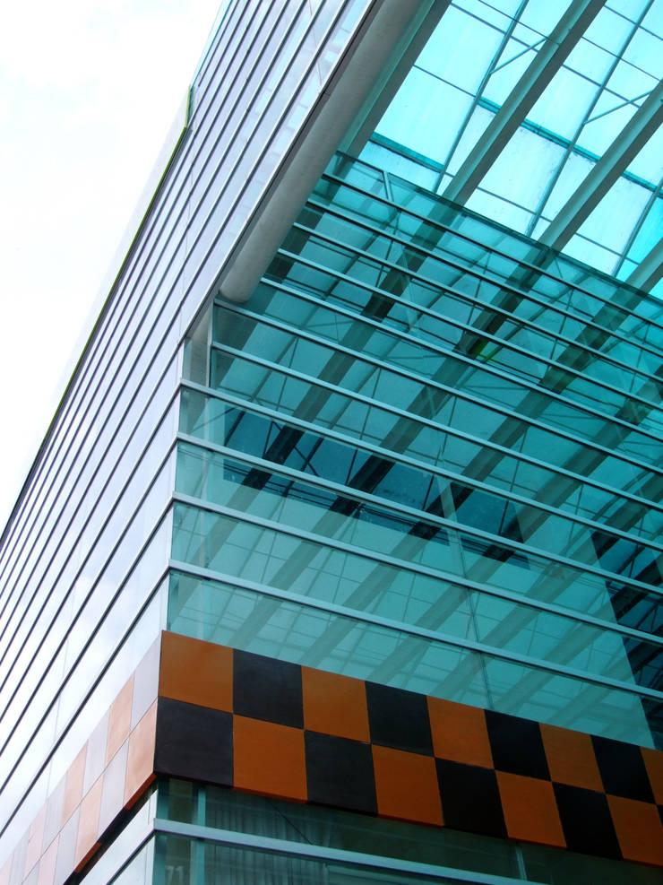 Plaza Parque Granada: Casas de estilo  por REC Arquitectura , Moderno